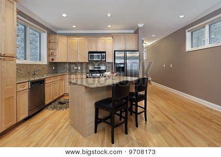 Küche mit Eiche cabinetry