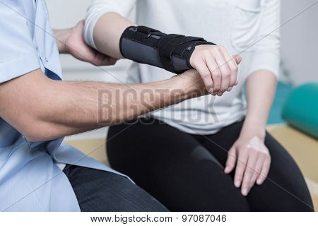Using Wrist Immobiliser