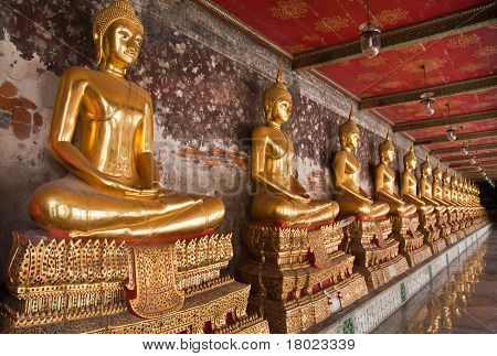 Buddha Statue In A Row Tiled From Right