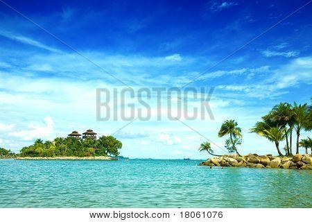 Wunderschönen abgeschiedenen Lagune Strand in den Tropen