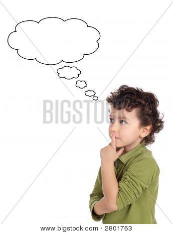 Pensamento menino adorável