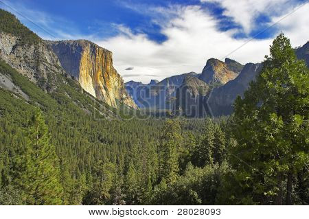 Yosemite national park and the well-known granite monolith El Captain