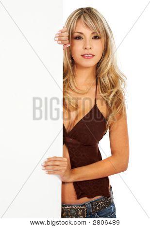 Chica mostrando un cartel añadir