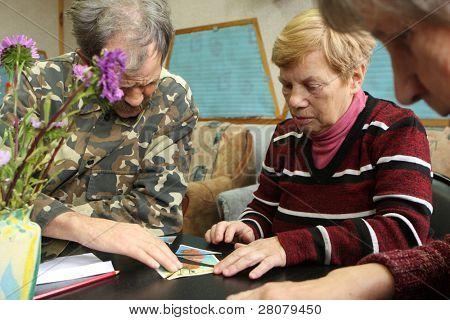 """PODPOROZHYE, Rusia - 9 de octubre: """"día de la salud"""" Otrada centro de servicios sociales para jubilados"""