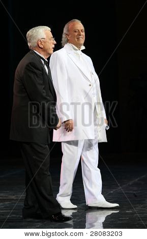 MOSCOW - APRIL 18: Kompozitor Raimonds Pauls (L) and poet Ilya Reznik (R) at recital