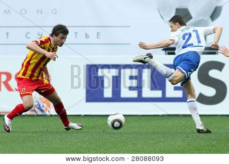 MOSCOW - MAY 15: Alania's midfielder Jury Kirillov (L) and Dinamo's midfielder Igor Semshov (R) in a game Dinamo Moscow vs. Alania Vladikavkaz - 2:0, May 15, 2010 in Moscow, Russia.