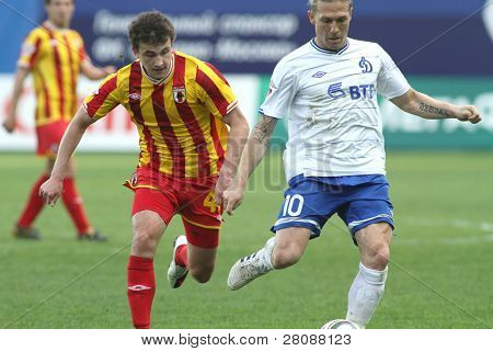 MOSCOW - MAY 15: Alania's midfielder Jury Kirillov (L) and Dinamo's forward Andrei Voronin (R) in a game Dinamo Moscow vs. Alania Vladikavkaz - 2:0, May 15, 2010 in Moscow, Russia.
