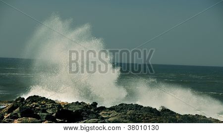 Crashing Waves At Devils Churn