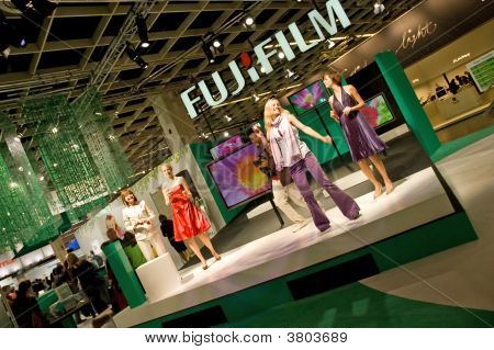 Presentation Fujifilm People Dancing Photokina