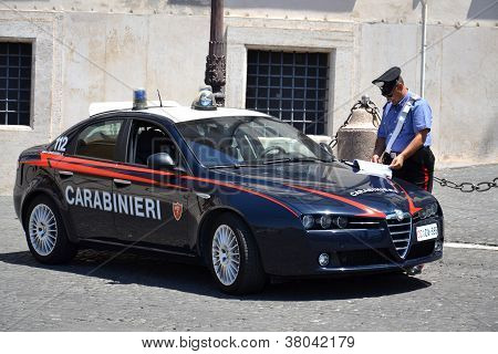 Carabinieri in front of the Quirinal Palace