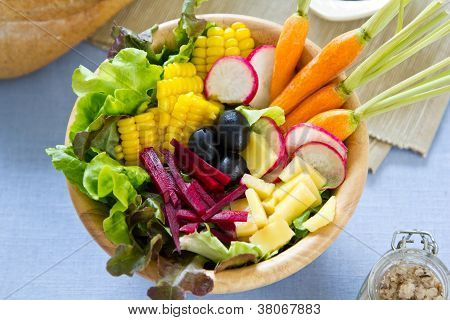 Sweetcorn with beetroot and cheese salad