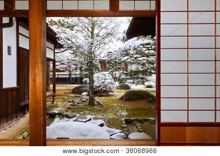 Room with the Garden View in a Japanese House