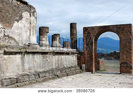 Pompeii Arch