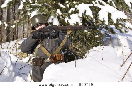 Soviet-finnish War 1939-1940: Finnish Soldier Aims From A Rifle