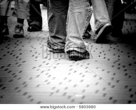 Fuß durch die Straße