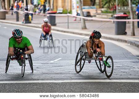 Paralympian Madison de Rozario in a 10K race