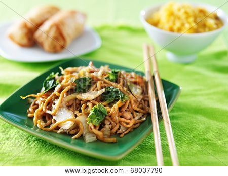 chicken lo mein chinese food