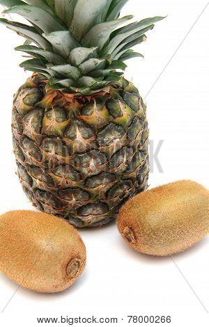 Pineapple and kiwifruits