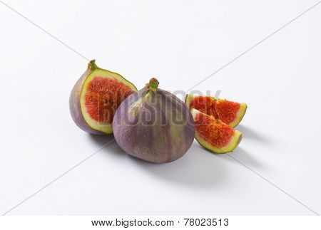 cut and whole fig with red pulp