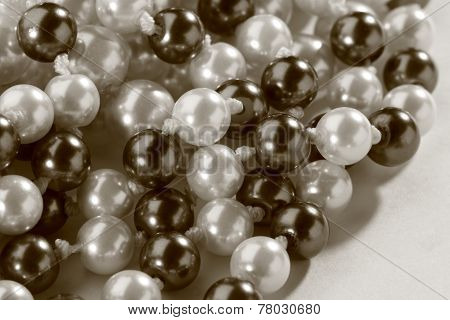 String Of Black And White Pearl In Toning