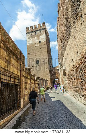 People Visit Castelveggio In Verona