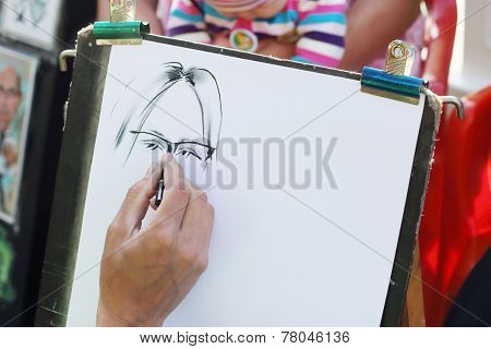 Perm, Russia - Jun, 23, 2014: Hand Of Street Artist In Gorky Park. Gorky Park Was Founded In 19Th Ce