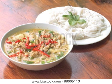 Chicken Green Curry With Rice Noodles