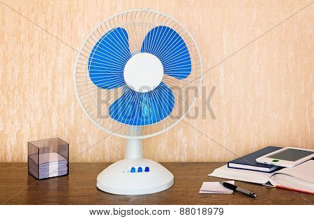 Convenient Fan With A Switch On The Desk