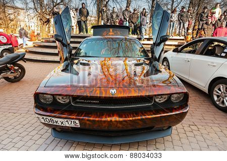Dodge Challenger With Aggressive Street Race Design