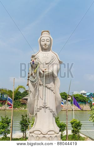 the white stone carving for Guan Yin statue