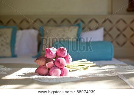 pink lotus flower toss bouquet