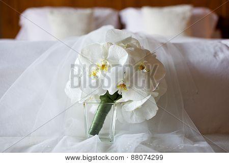 white bridal bridesmaid flowergirl bouquet