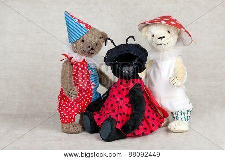 Portrait Of Three Old Fashioned Teddy Bears