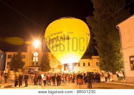 Night Show Of Glow Balloons