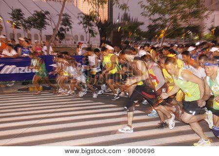 marathon runners start line