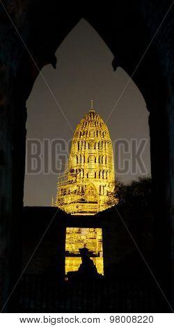 Ayutthaya Historical Park, Night view of Wat Ratburana (Wat Ratchaburana), Ayutthaya , Thailand