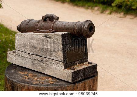 little cannon monument