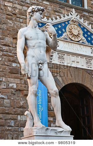 David statue next to Palazzo Vecchio