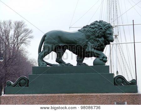 sculpture of a lion