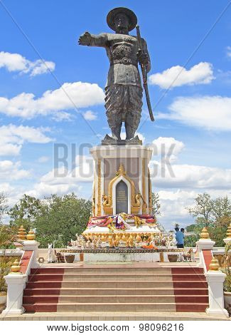 statue of Chao Anouvong in Vientiane