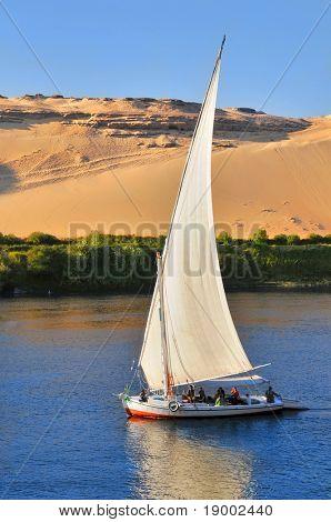 Famoso barco de vela de Aswan (Turismo de Egipto)
