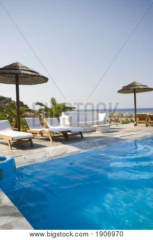 Piscina en griego Island Resort