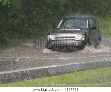 Suv Flood Driving.