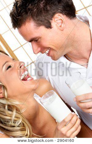 Paar mit Milch