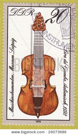 DDR um 1979: eine Briefmarke gedruckt in Ostdeutschland zeigen das Bild der Musikinstrument