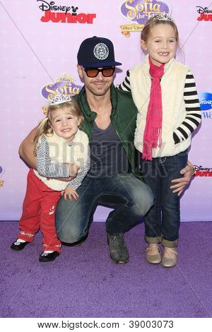 BURBANK - NOV 10: Joey Lawrence, daughters Liberty (l), Charleston at the premiere of Disney Channels' 'Sofia The First: Once Upon a Princess' on November 10, 2012 in Burbank, California