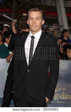 LOS ANGELES - NOV 12:  Jake Abel arrive to the 'The Twilight Saga: Breaking Dawn - Part 2