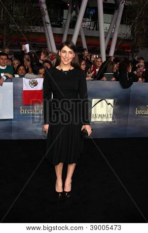 LOS ANGELES - NOV 12:  Mayim Bialik arrive to the 'The Twilight Saga: Breaking Dawn - Part 2