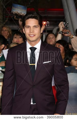 LOS ANGELES - NOV 12:  J.D. Pardo arrive to the 'The Twilight Saga: Breaking Dawn - Part 2