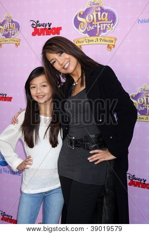 LOS ANGELES - NOV 10:  Ming-Na Wen arrives at the